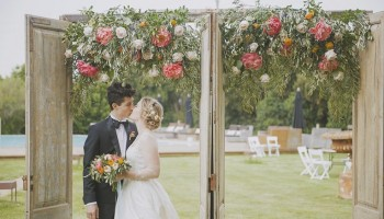 Chic american wedding in Costa Brava with an amazing floral decor