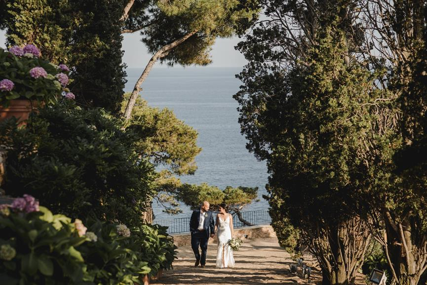 breathtaking-elopement-in-front-of-the-sea-54